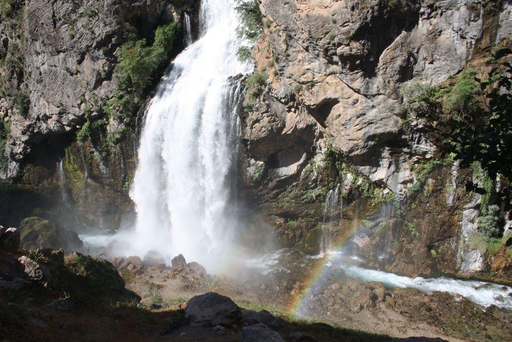 Wasserfall mit Regenbogen in Kapuzbası